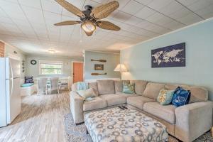 A seating area at Charming Homosassa House with Kayaks and Canal!