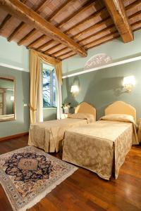 A bed or beds in a room at Hotel Parco Dei Cavalieri