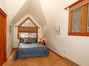 A bed or beds in a room at River Park 1245