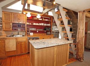 A kitchen or kitchenette at Seldom Inn