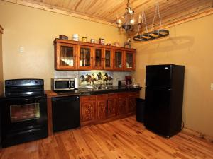 A kitchen or kitchenette at Lotus Mountain Suites - West Suite
