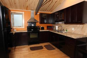 A kitchen or kitchenette at Lotus Mountain Suites - The Gallery