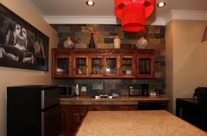 A kitchen or kitchenette at Lotus Mountain Suites - East Suite