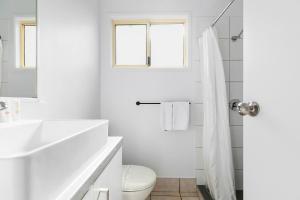 A bathroom at Ingenia Holidays Noosa