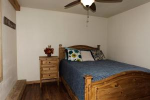 A bed or beds in a room at 704 Oak Street
