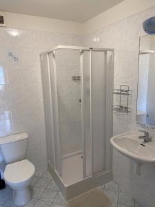 A bathroom at Penzion Kamejk