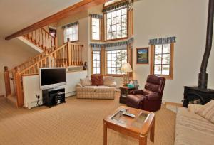 A seating area at Cascade Park Townhome
