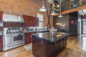 A kitchen or kitchenette at 736 Main Street Loft