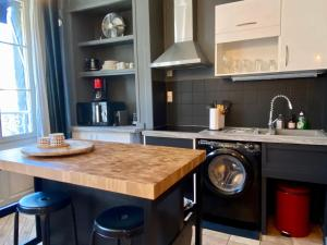 A kitchen or kitchenette at Les Calins d'Honfleur