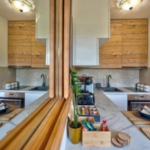 A kitchen or kitchenette at Apartman Zlatiborski sjaj