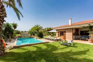 The swimming pool at or near Villa Son Tretze by Villa Plus
