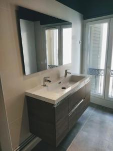 A bathroom at NOCNOC - La Permanence