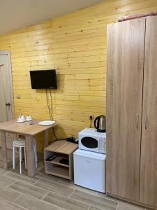 Телевизор и/или развлекательный центр в Туристический комплекс «Таёжник»