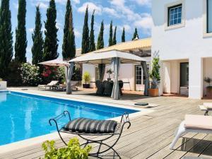 The swimming pool at or near La Senhora das Oliveiras