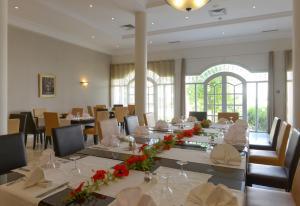 Een restaurant of ander eetgelegenheid bij Vincci Flora Park