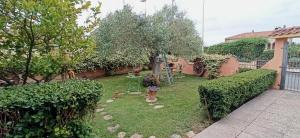 A garden outside B&B Casa Piras