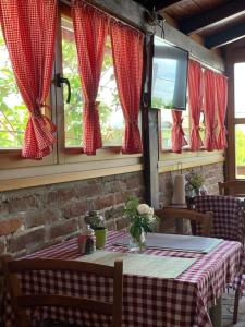 A restaurant or other place to eat at Apartment Kristic 2