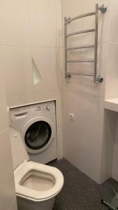 A bathroom at Двухкомнатные апартаменты на Кутузовском