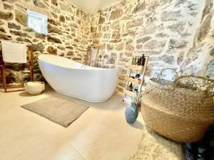 A bathroom at Maison Laurel