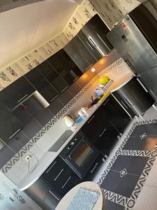Кухня или мини-кухня в Евро Студия семьи на Еременко
