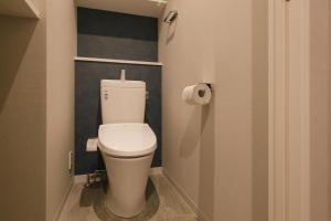 A bathroom at THREE