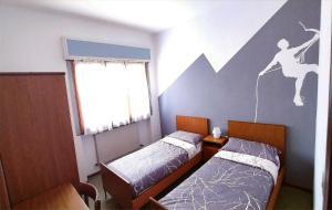 Letto o letti in una camera di HOTEL BELLAVISTA Costiera dei Cech Morbegno