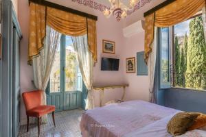 Letto o letti in una camera di Alexander Art Nouveau Suites