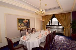 مطعم أو مكان آخر لتناول الطعام في فندق دار التقوى
