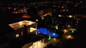 Ein Blick auf den Pool von der Unterkunft ALASHATO Alacati oder aus der Nähe