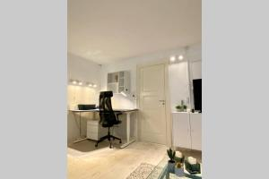A kitchen or kitchenette at Luxury 'Kings Garden' City-Flat In Center Of Town