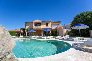 The swimming pool at or near Il Viandante