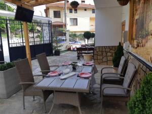 Ресторант или друго място за хранене в Къща Томови,стаи за гости