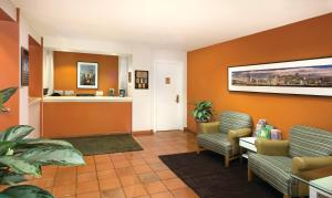 El vestíbulo o zona de recepción de The Suites at Fisherman's Wharf