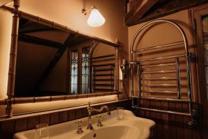 A bathroom at La Maison De Lucie