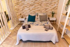 A bed or beds in a room at App-ART Coeur du Panier Vieux-Port Vieille Charité
