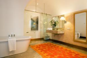 Salle de bains dans l'établissement Cap Rocat, a Small Luxury Hotel of the World