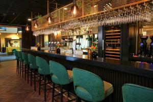 De lounge of bar bij Van der Valk Hotel Rotterdam - Blijdorp