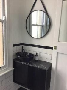 A bathroom at Belmore Hotel Scone
