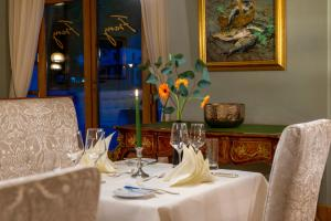 A restaurant or other place to eat at Best Western Premier Grand Hotel Russischer Hof