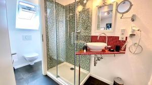 A bathroom at Lilis kleines Hotel