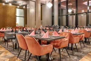 A restaurant or other place to eat at Grand Focus Hotel Szczecin