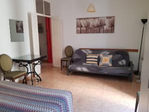 A seating area at Apartaments Clot-Sant Martí