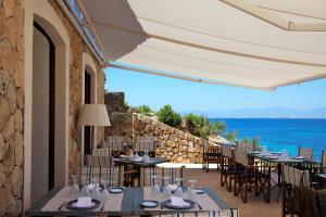 Restauracja lub miejsce do jedzenia w obiekcie Cap Rocat, a Small Luxury Hotel of the World