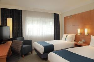 A bed or beds in a room at Holiday Inn London - Regent's Park, an IHG Hotel