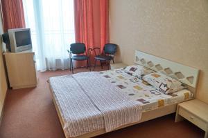 """Кровать или кровати в номере Отель """"Сказка"""""""