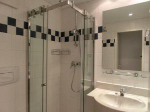 A bathroom at Ferienwohnung 3, Dorfstrasse 5c
