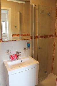 Ein Badezimmer in der Unterkunft Apartments Domicil Alice