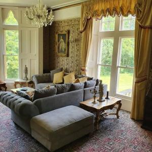 A seating area at Country Manor House with Indoor Pool and Jacuzzi