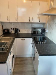 A kitchen or kitchenette at Excellent and Amazing Apartment with Private Parking