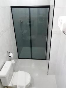 Um banheiro em Hotel Cristal Rio Claro